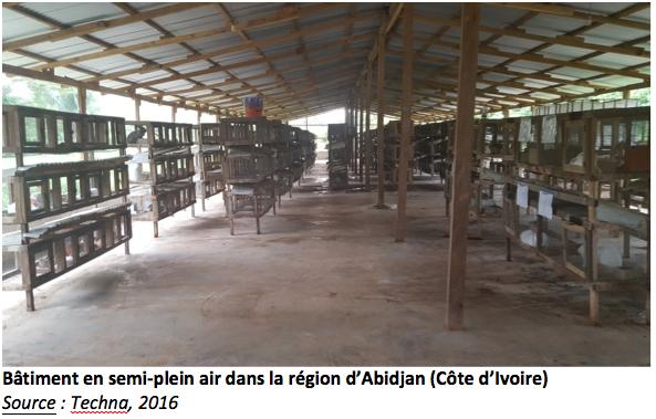 Bâtiment en semi-plein air dans la région d'Abidjan (Côte d'Ivoire)