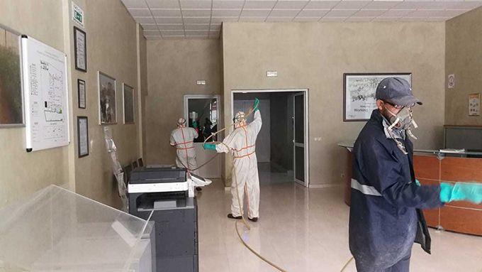Désinfection avant l'entrée du personnel. Photo : MAM