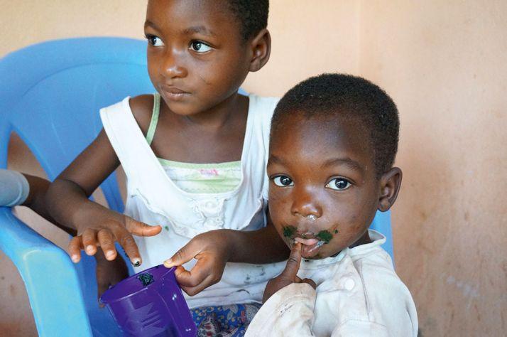 Distribution au centre d'éducation nutritionnel d'Agou Nyogbo (Togo). © Antenna France