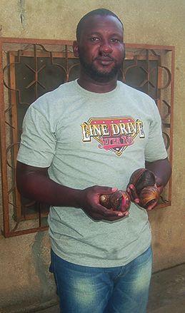 Emmanuel Tito, producteur d'escargots à Cotonou.