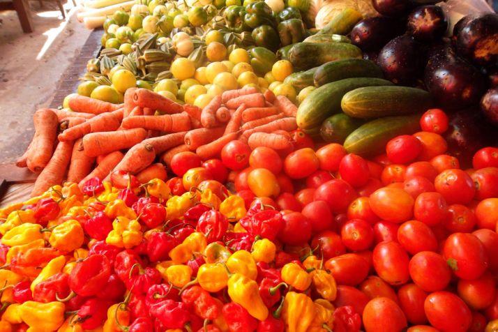 Gabon fruits et légumes sur marché Libreville Photo Antoine Lawson