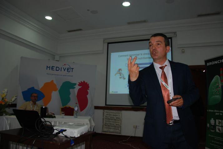 Le Dr Elyes Allagui (Miavit) explique l'impact du stress oxydatif sur les performances des volailles, jeudi 18 mai, lors du Pamed de Yasmine Hammamet, en Tunisie.