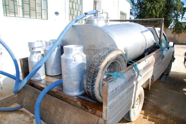 Réception du lait dans l'un des 240 centres de collecte de Danone en Tunisie. Photo: Antoine Hervé