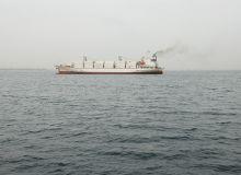 Un porte-conteneurs entre dans le port de Dakar. Photo: Antoine Hervé