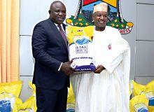 Le gouverneur de Lagos et son homologue de Kebbi lors de la signature du protocole. Photo: D. Aliyou