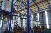 La raffinerie d'Ouled Moussa (à g. et ci-dessus), dans la région de Boumerdès en Algérie, dispose d'installations conçues pour présenter tous les audits de certification et accéder au statut Gold du référentiel environnemental FSA. Photo: Cristal Union