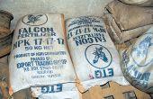 Des sacs d'engrais en attente à la douane de Kasindi, à la frontière avec l'Ouganda. Photo: M.K. Saliboko